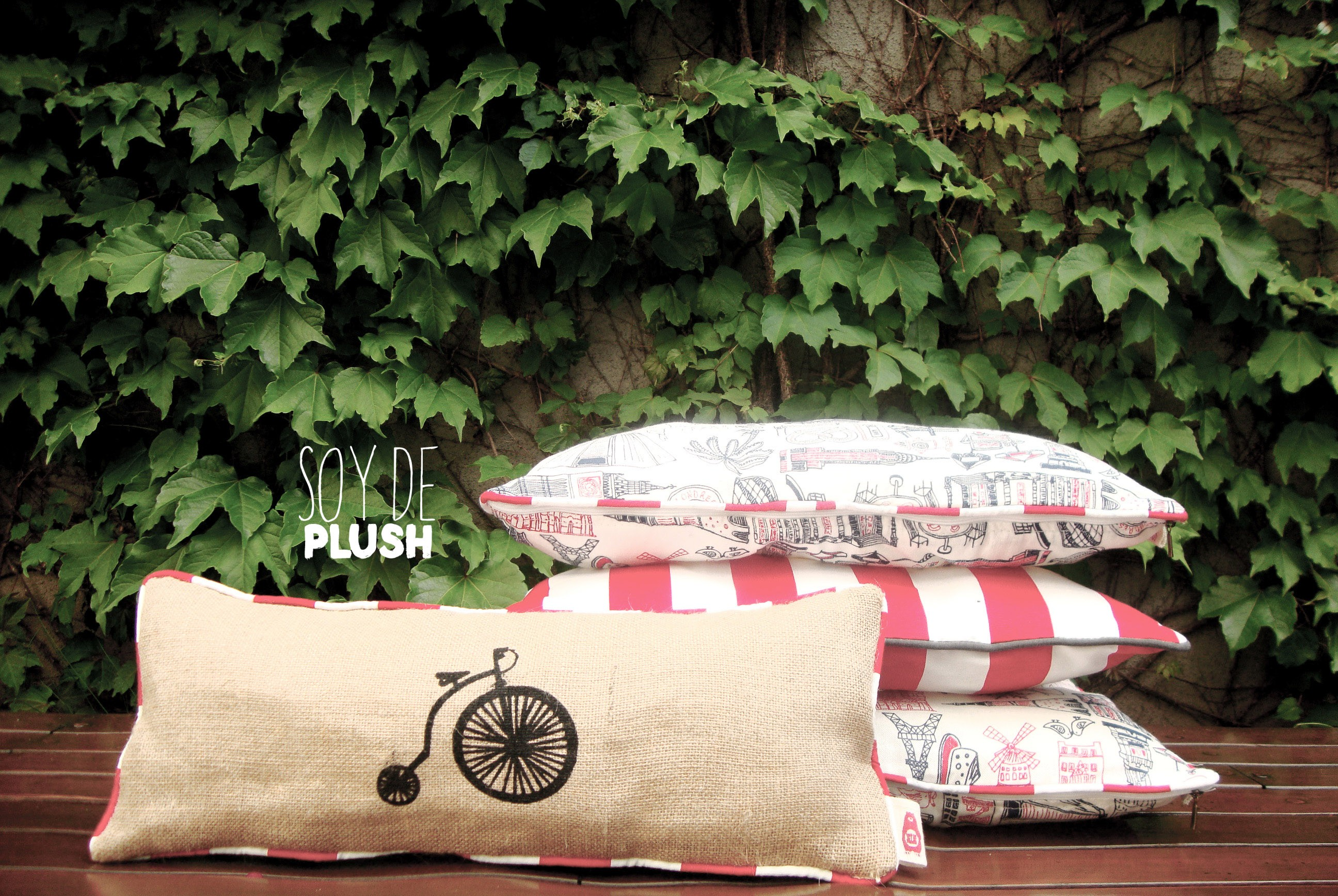 Regalos originales para casamiento de Soy de Plush. Mucho color y creatividad con estos divertidos almohadones!