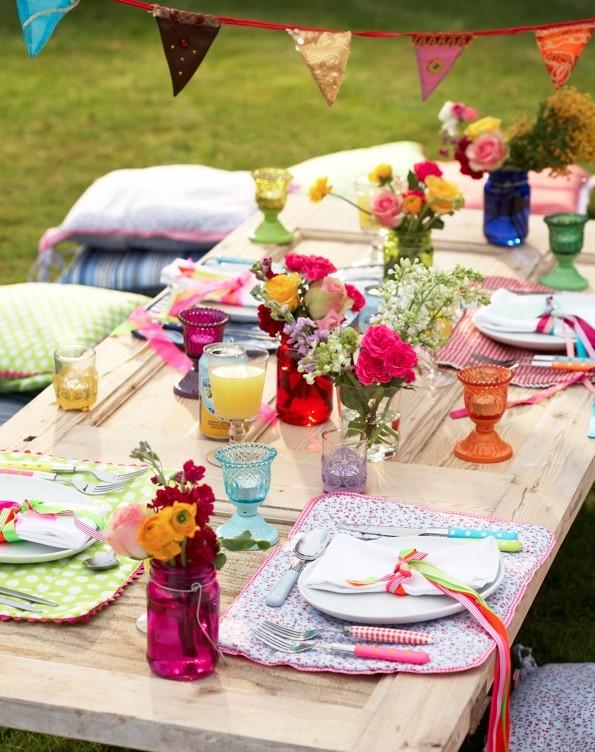 Decoración con flores naturales para una boda vintage al aire libre