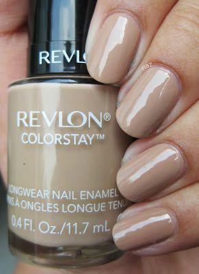 Muchas marcas de cosméticos y esmaltes han incluido este color exclusivo