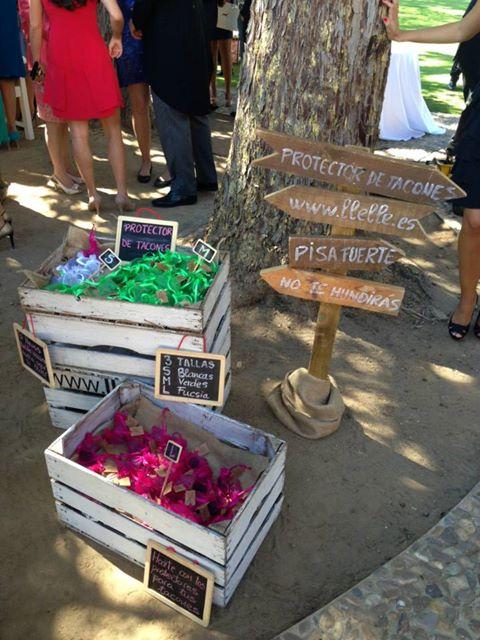 Souvenirs de boda originales y utiles: tapones para zapatos de tacon y ninguna invitada se quedara clavada o se le arruinaran los zapatos!!
