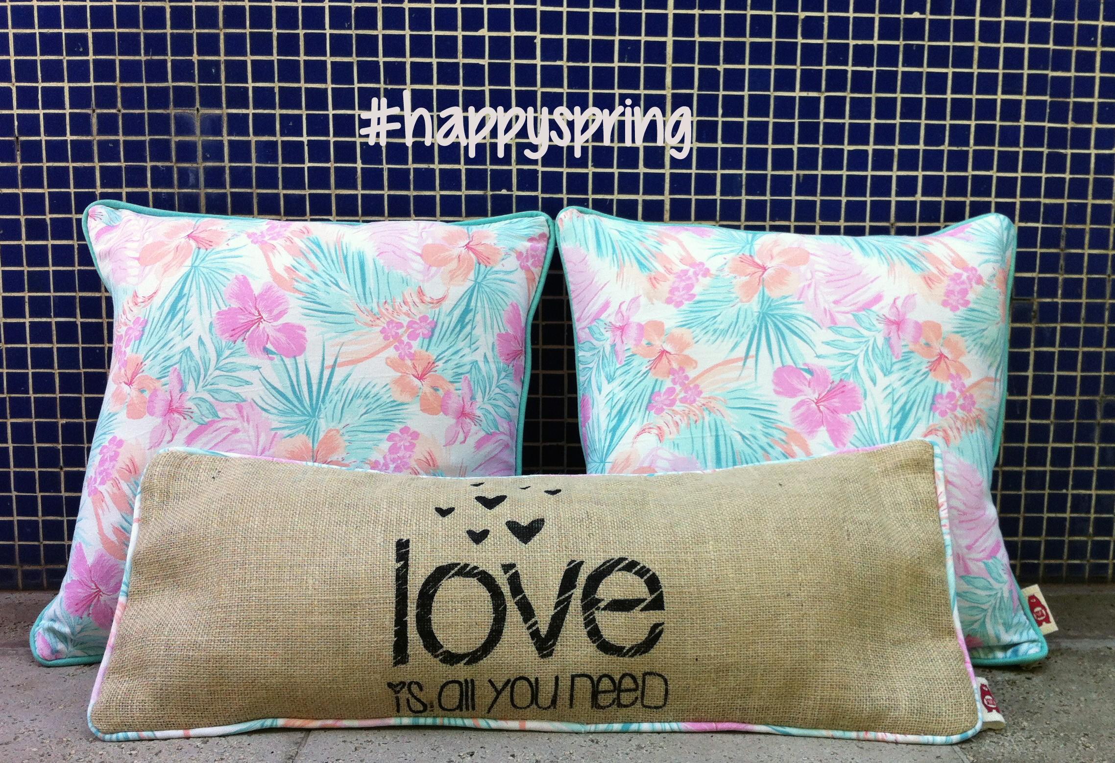 Colección primavera/verano de almohadones originales de Soy de Plush. Estampados florales, frases y mucha dedicación en cada almohadón!