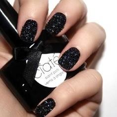 Uñas caviar para novias: Este color es ideal para el civil o una boda de noche