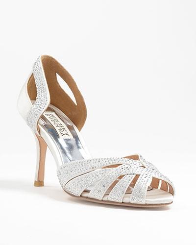Modelo en satén y marfil de zapatos de novia