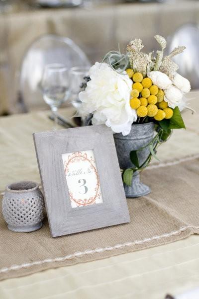 Decoracion de mesas para bodas en gris y amarillo