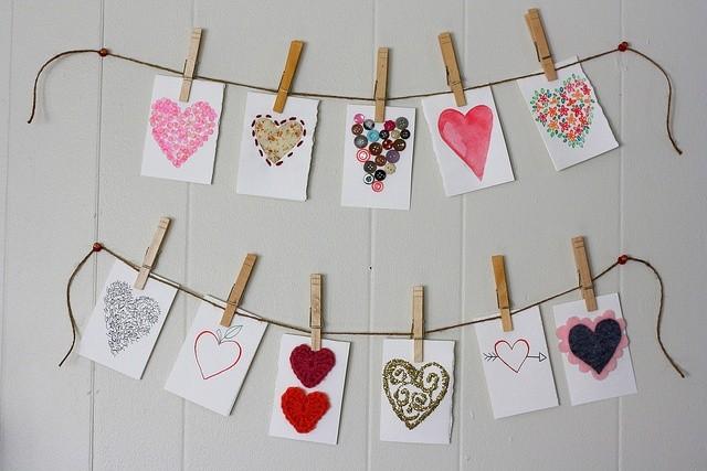 No te pierdas esta colección de frases para el dia de San Valentin y como armar estas tarjetas hechas a mano con corazones! Y muchas más!