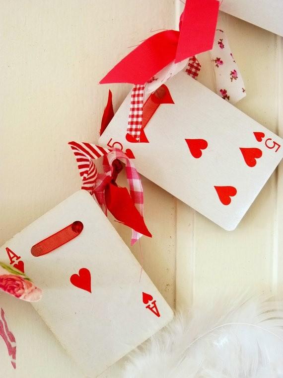 Regalos originales para novios: guirnalda con cartas de póker - no es super original??? Las instrucciones, en nuestro sitio!!