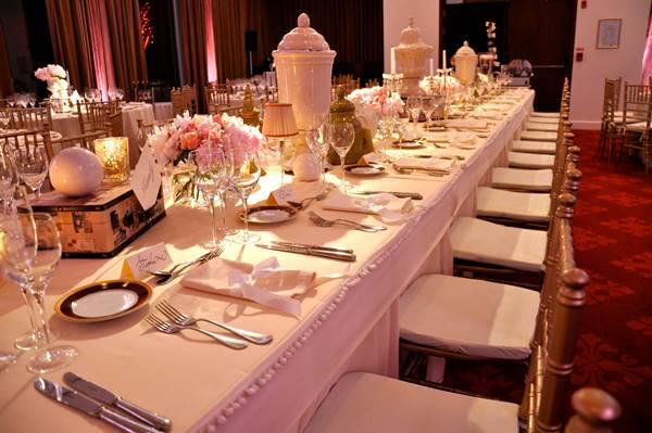 Una decoración de mesa en total White - Ramiro Arzuaga