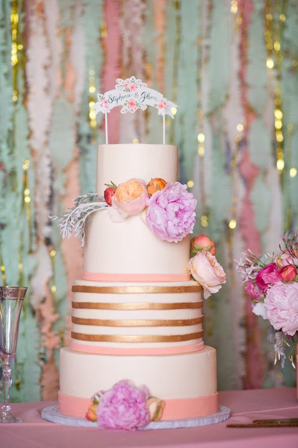 Combina el rosa con colores metálicos para no sobrecargar la decoración con un solo color