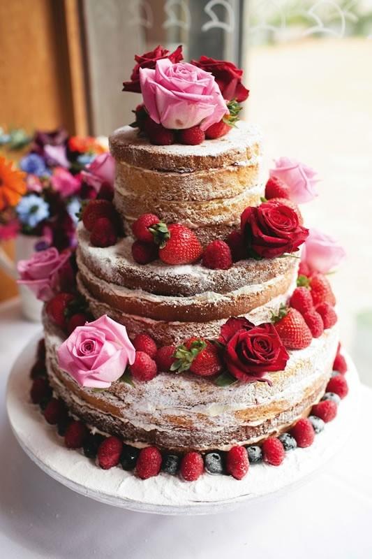 Tortas de boda desnudas o sin cobertura | Torta naked con frambuesas y flores naturales