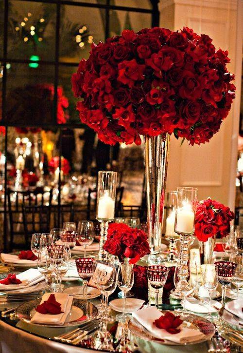 Arreglo de mesa en rojo y blanco
