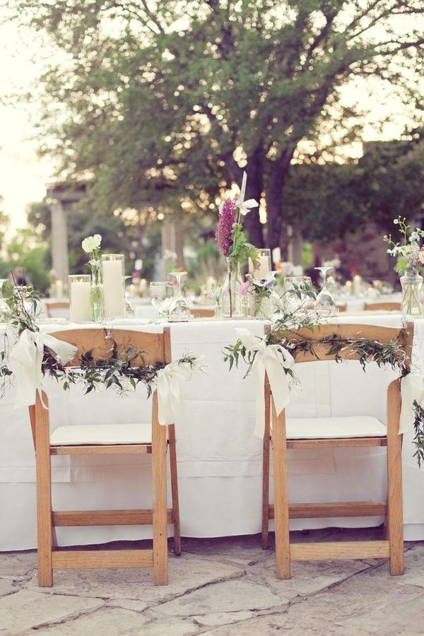 Manualidades para bodas originales: Flores y hojas para decorar las sillas de tu boda