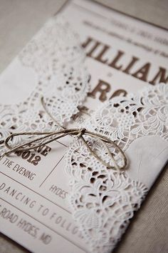 Invitaciones para bodas con detalles en puntilla: Detalles elegantes que enamoran
