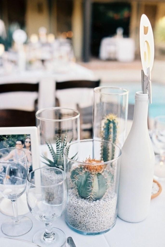 Centros de mesa para bodas con cactus y suculentas
