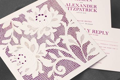 Invitaciones para bodas en Orquidea Radiante de Vera Wang en sobre con encaje - Alucinantes!!