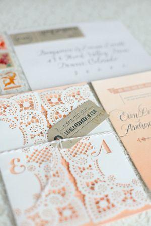 Encuentra el tuyo entre estos 20 sobres para invitaciones de boda originales y creativos! Este es con puntilla :)