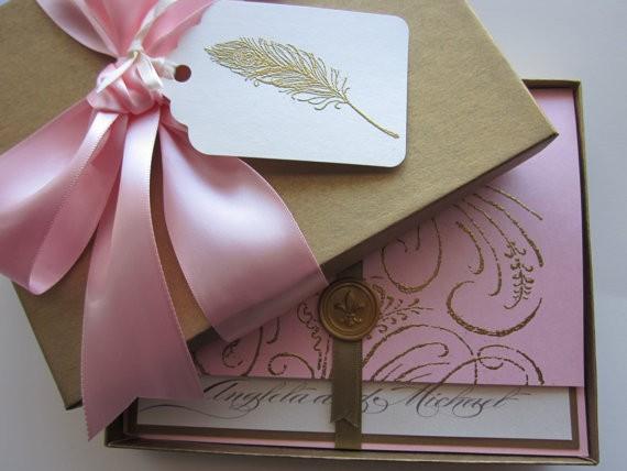 Invitaciones de cajitas de estilo romántico