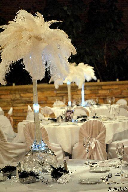 Centros de mesa con plumas de estilo vintage glam