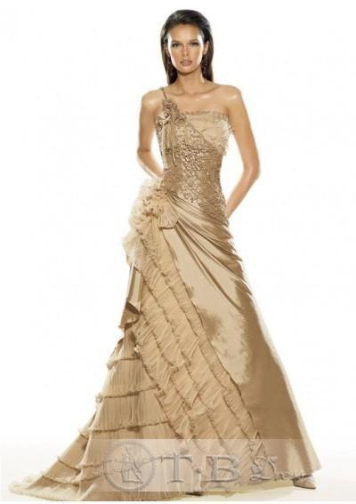 Falda en taffeta linea A con un hombro descubierto en este vestido en color para novias estilo glam
