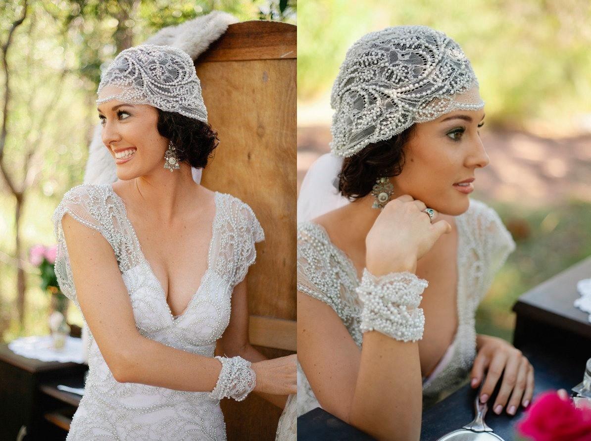 Vestido y tocado vintage para una boda romántica