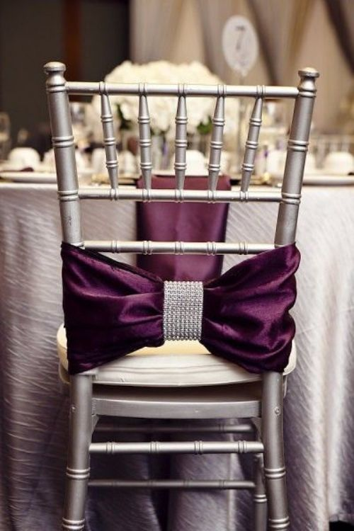 Gran lazo malva con broche con brillo para sillas con estilo glam moderno