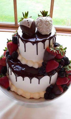 Un poco de chocolate que parece derretirse entre estas tartas originales que nos comeríamos con los ojos cerrados. Fresas para acompañar el chocolate derretido