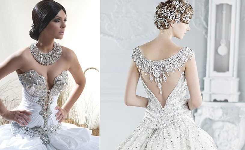 Vestidos de novia estilo glam con mucha pedrería para resaltar ambos escotes