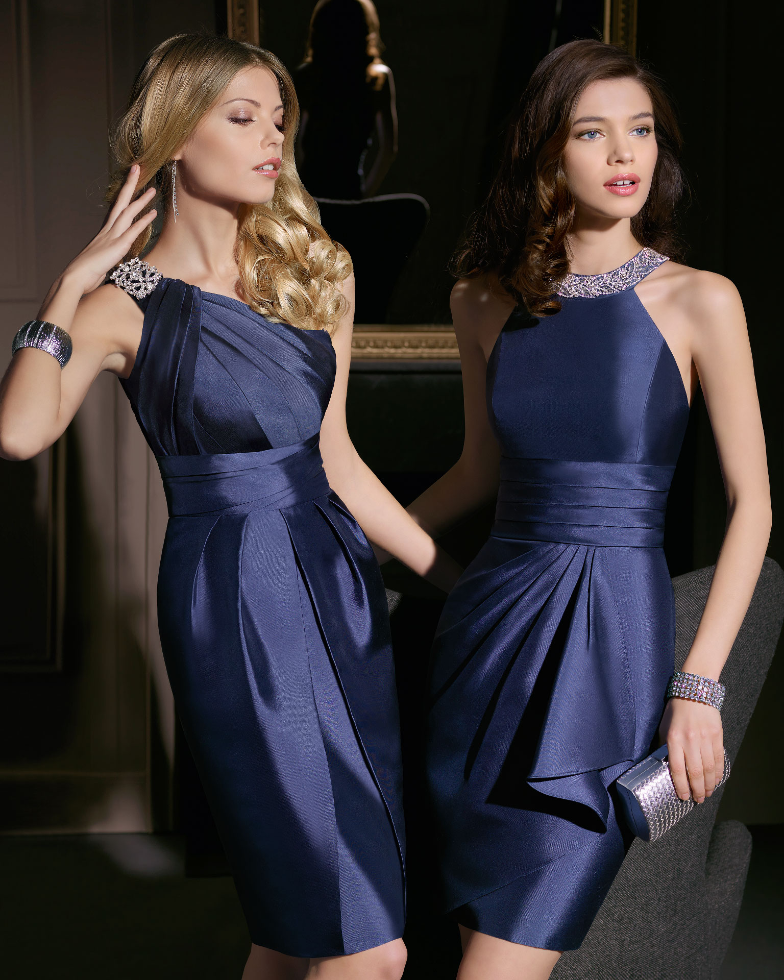 Vestidos cortos en azul y con pedrería