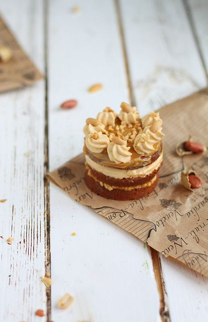 Mini cake de caramelo y cacahuete como detalle de bodas | Caramel-Fudge-Peanuts Mini Cake by Cintamani