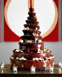 Tarta hecha y bañada en chocolate. Ideal para los chocoadictos