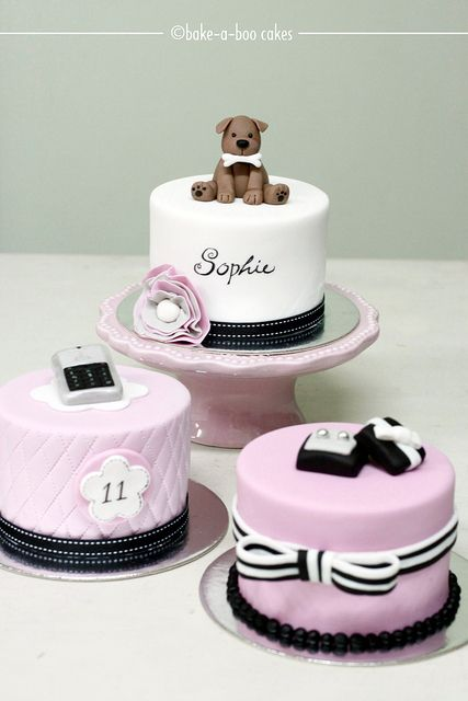 Mini tartas personalizadas con tema Parisino perfectas para el bridal shower! | Perfect for a Bridal Shower Pink parisian theme mini cakes
