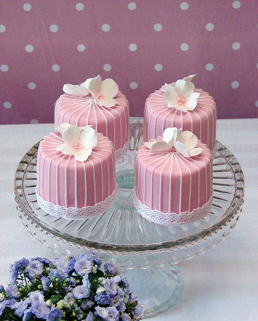 Mini tortas Red Velvet, una explosión de buen gusto | Red Velvet Mini Cakes by RubyteaCakes