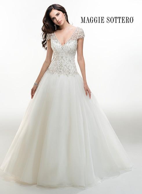 Para sentirte una princesa elige un vestido de tul y corpiño con pedrería de Maggie Sottero 2015
