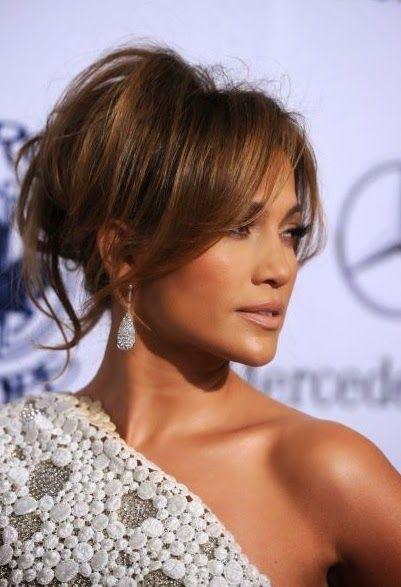 Recogido con flequillo de Jennifer López | 20 fotos de peinados para novias actuales y elegantes