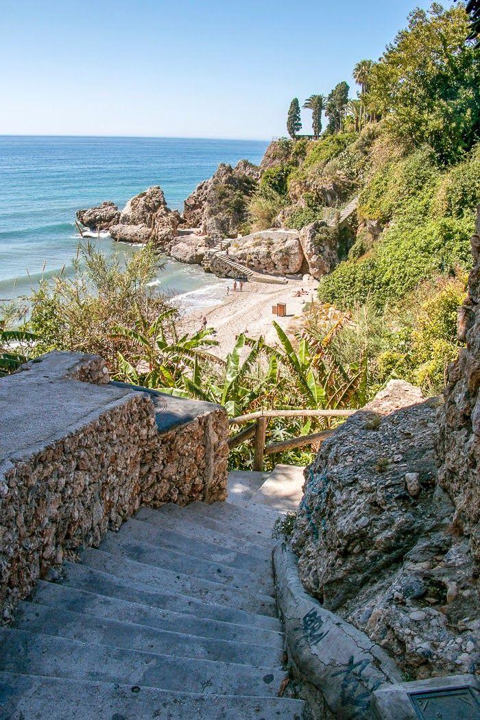 Un pequeño rincón romántico en Nerja, Playas de Malaga, España | Las 10 mejores playas de España para boda o luna de miel