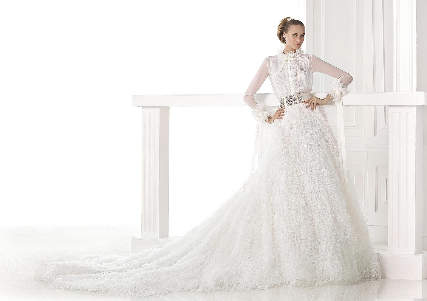 Camisa y falda, la combinación de tendencia en tu vestido de novia en Pronovias