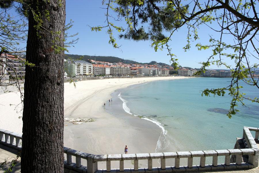 Playa Silgar que recorre toda la villa de Sanxenxo | Las mejores playas de España para boda o luna de miel