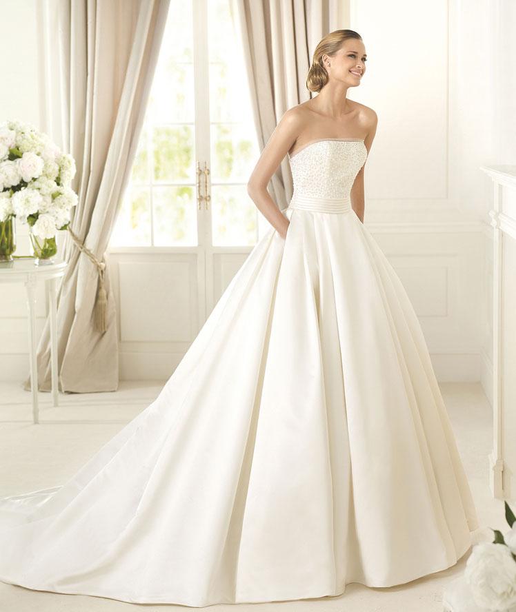 Unos discretos bolsillos para un vestido de corte princesa de Pronovias | Tendencias Novias 2015