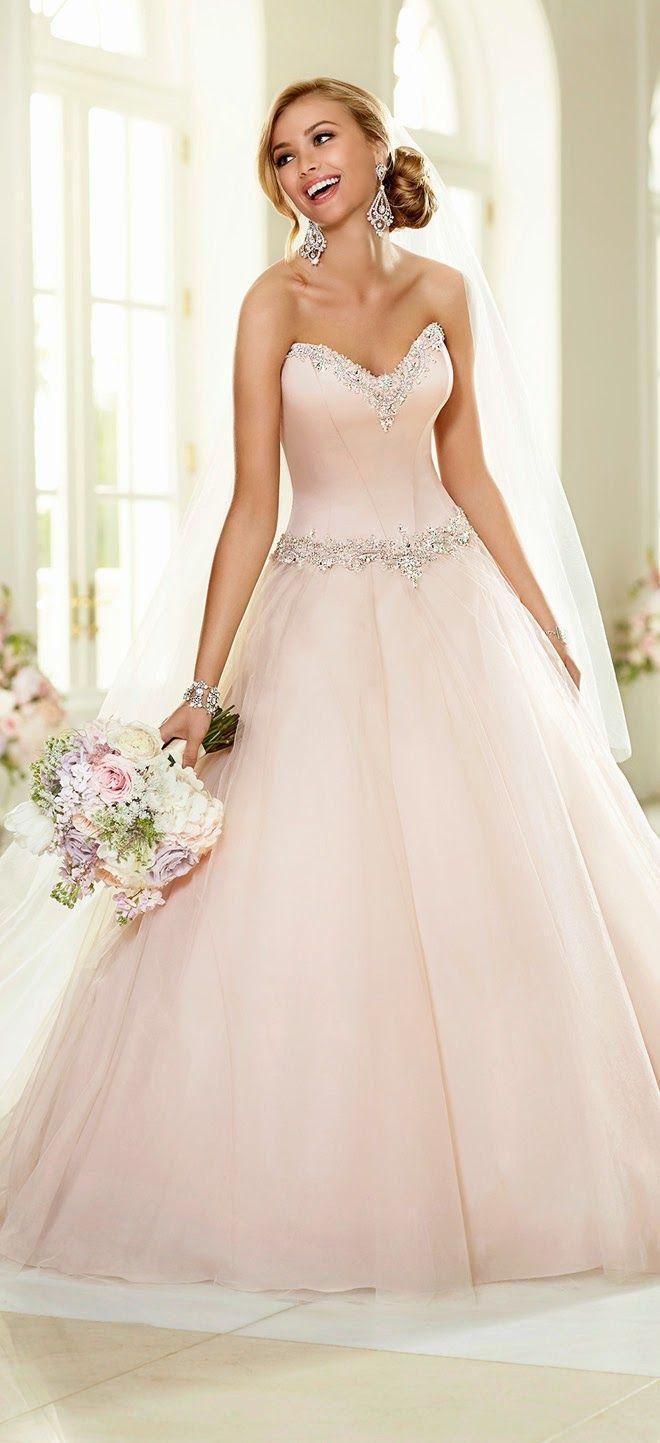 El color rosa va unido a la elegancia y las novias románticas de Stella York | vestidos de novias 2015