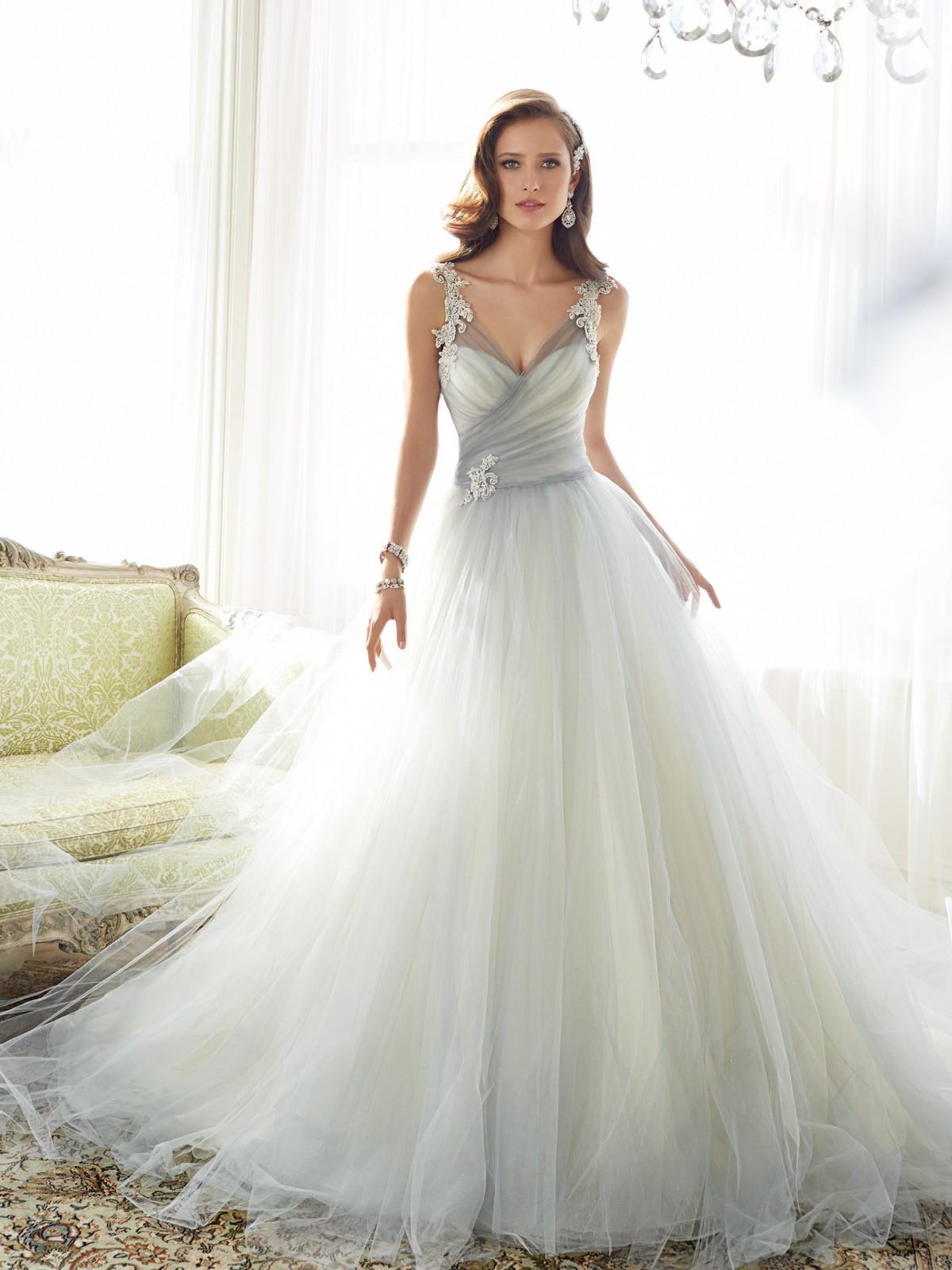 Sofía Tolli convierte el tul en un impresionante vestido de novia #wedding #dress