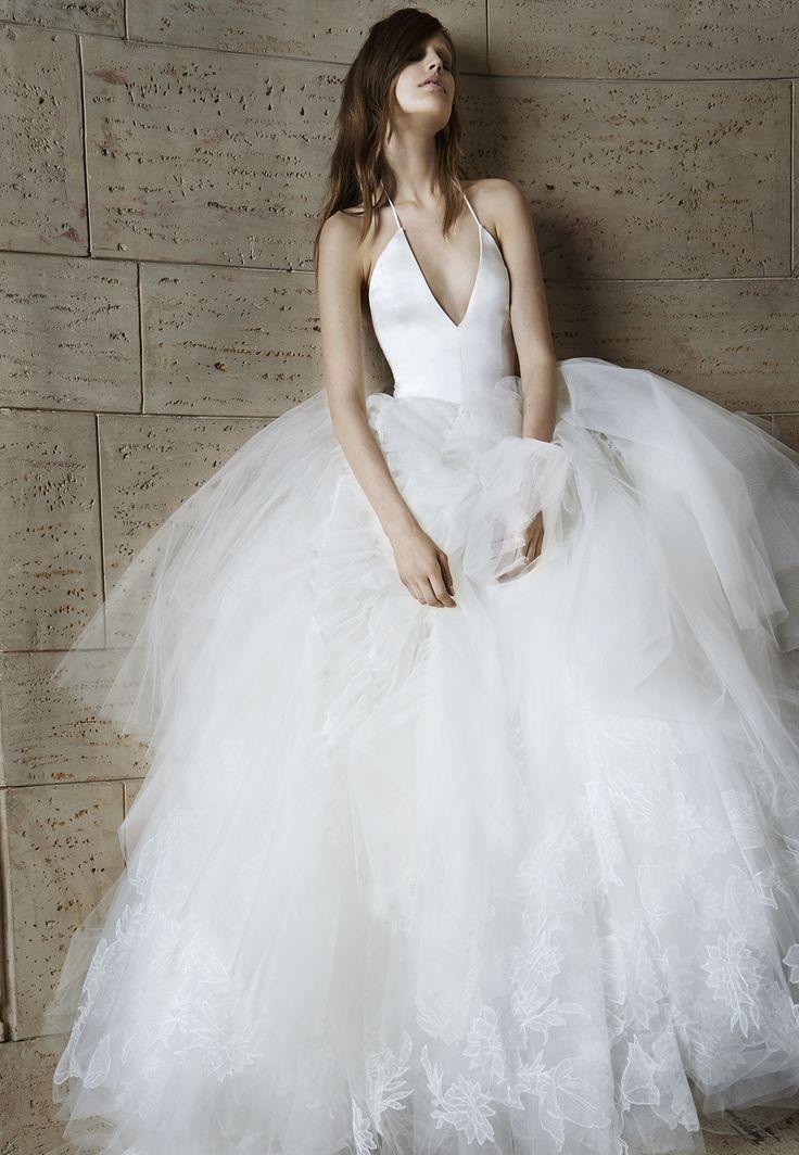 Eterna Vera Wang: Vestido de novias con falda de tul y escote a pico #weddings