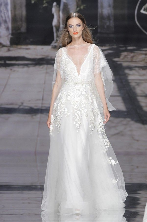 Vestido con aire bohemio de YolanCris | Vestidos de novias 2015: descubre las tendencias!