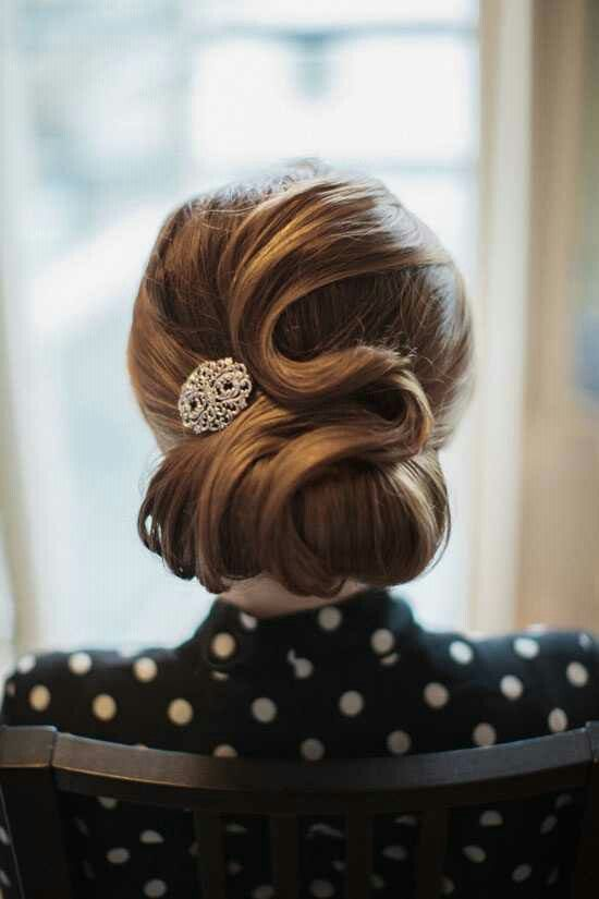 Recogido bajo para invitada de boda, original y con cierto aire vintage