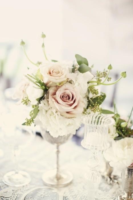 Un centro de mesa vintage, sencillo y muy romántico para tu boda