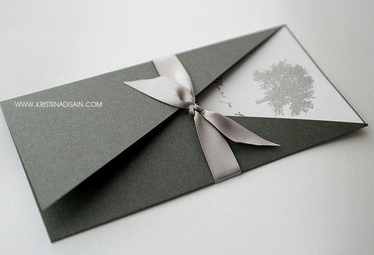 Invitación envuelta en colores muy elegantes