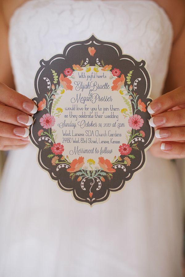 Invitación ovalada con flores