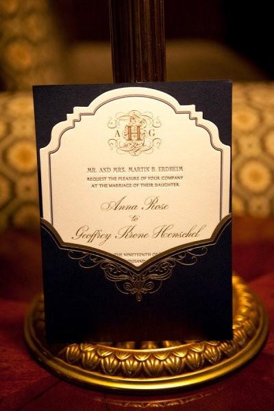 Elegante invitación en color negro