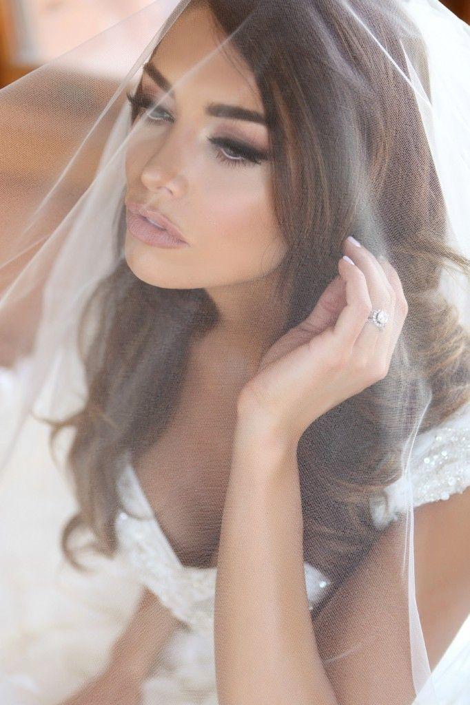 Tendencia retro en maquillaje para novias que le otorga el protagonismo a las pestañas