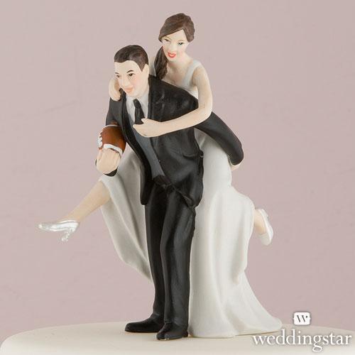 Complicidad y deporte para esta pareja de novios en forma de figura de tarta