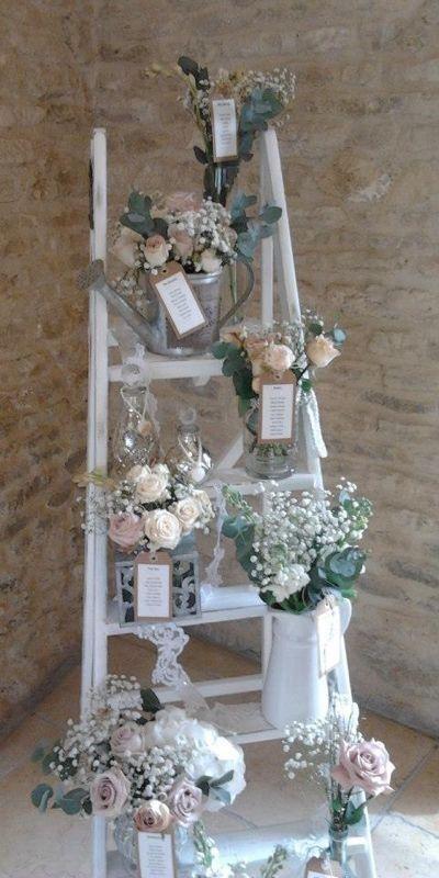 Porque una escalera y unos jarrones pueden dar mucho juego en la decoración