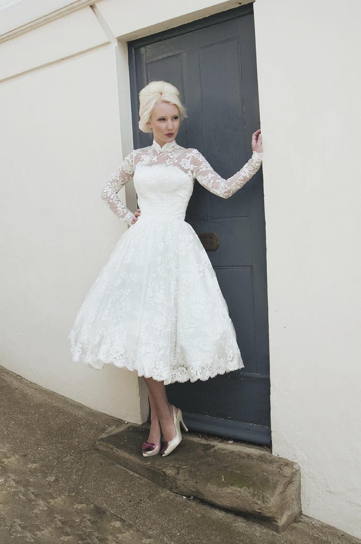 Vestido corto con manga larga y mucho encaje para una novia vintage